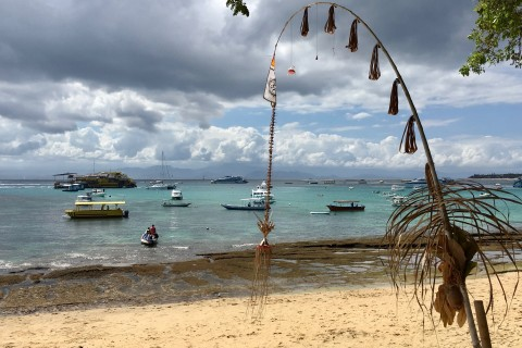 Can get busy at Tamarind Beach. Photo taken in or around Nusa Lembongan's beaches, Nusa Lembongan, Indonesia by Sally Arnold.