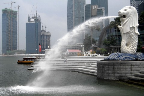 The Merlion is Singapore's mascot, and totally free to see. Photo taken in or around Fun free things to do, Downtown Singapore, Singapore by Stuart McDonald.