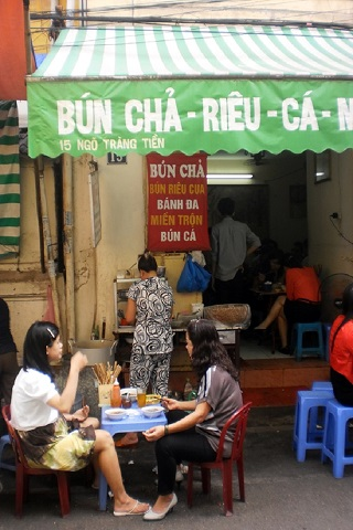 Street food on Ngo Trang Tien