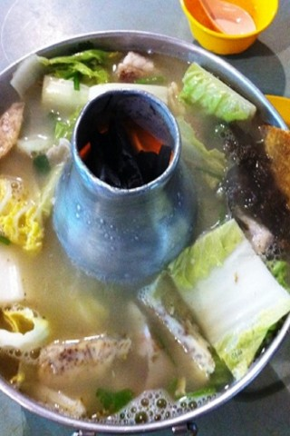 Singapore hawker dishes: Fish-head steamboat
