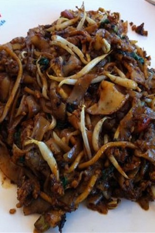 Singapore hawker dishes: Char kway teow