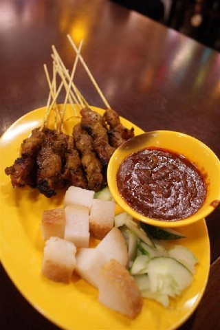 Singapore hawker dishes: Satay