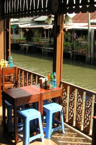Khlong Bang Luang noodle shops