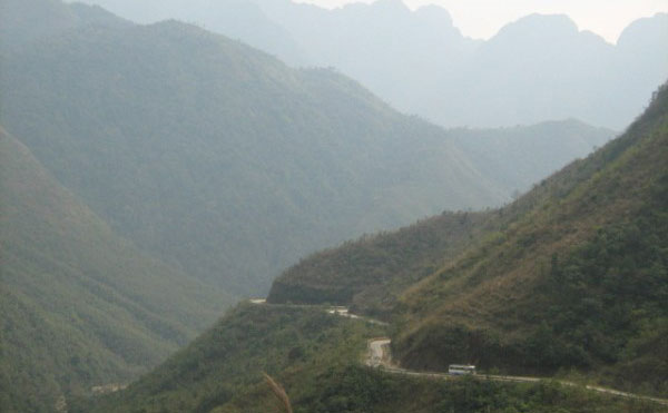 Bus travelling from Sapa to Lai Chau