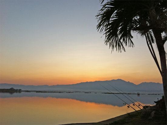 Sunset by the lake at Phayao