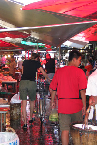 Khlong Toei wet market