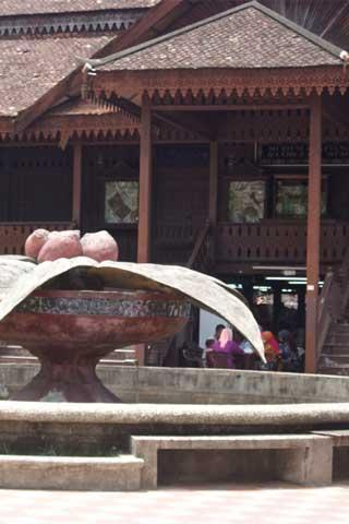 Muzium Kraftangan (Balai Getam Guri), Handicraft Museum