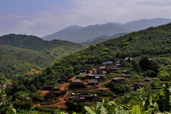 Enn village near Dhat Zoam Doi