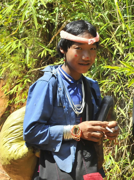 Fashion conscious Enn lad on his way to Kengtung market