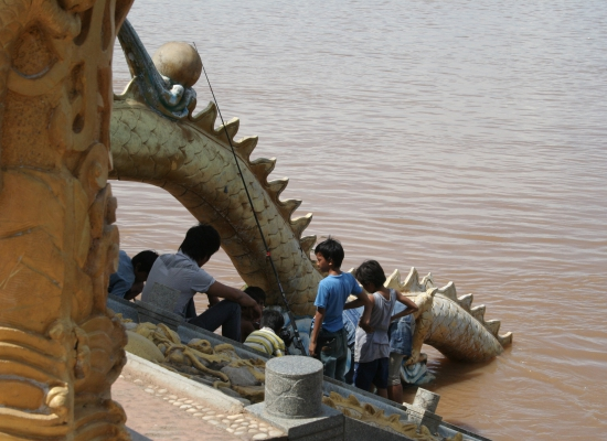 Ta Khmao Cambodia  City new picture : Catching a Chinese dragon gave the local fisherman some bragging ...