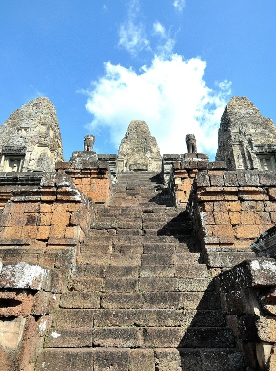 Not for the vertiginous: The step to the summit of Pre Rup's Mount Mehru.