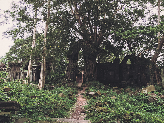 The approach to the central enclosure.