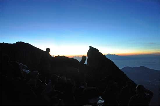 Hello sun. Hello Gunung Rinjani (the distant peak, on Lombok).
