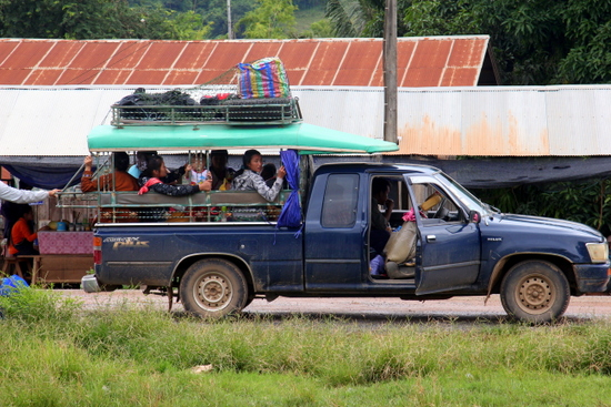 Transport to Ban Mom from Huay Xai is songthaew