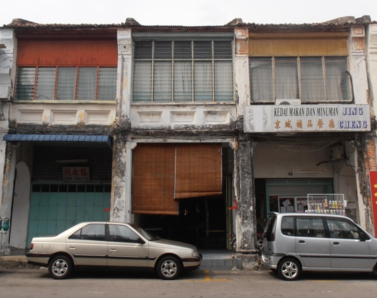 The facade of Chuan Bee Cafe, at 64 Lebuh China, is a little short on distinguishing features. Look for the hidden sign above the door.