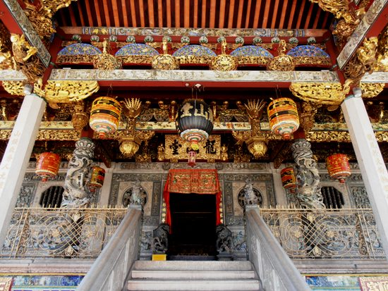 The entrance to the magnificent Khoo Kongsi is a riot of colours and textures.