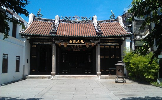The simple but expertly crafted and restored Han Jiang Teochew Ancestral Temple.