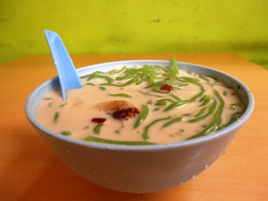Cool down with a bowl of iced cendol.