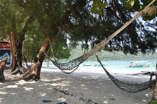 Teluk Dalam: Hammocks for everyone.
