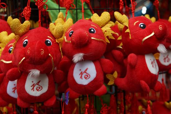 For 2012, dragon decorations are a must-have!