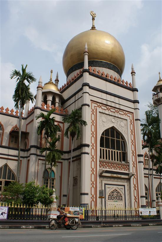Free guided tours are available of Sultan Mosque.