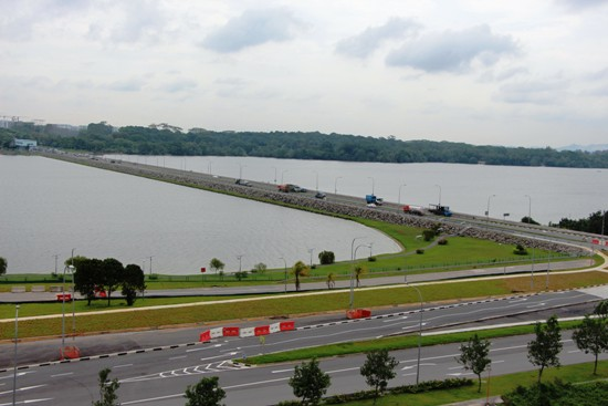 Yishun Avenue 1, the road that links Seletar to the Yishun residential area, is flanked by the Seletar Reservoir on both sides.  To the right lies Malaysia.