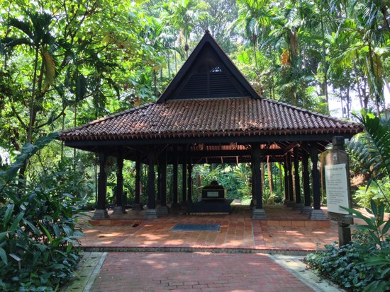 The purported resting spot of the remains of the last pre-colonial ruler of Singapore.