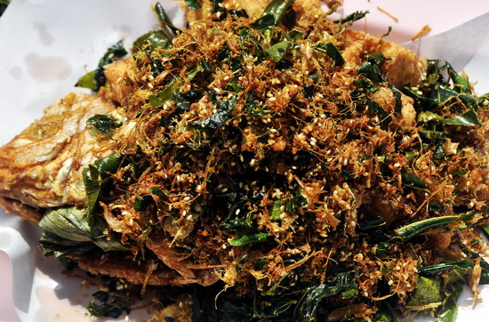 Deep fried fish with garlic flakes