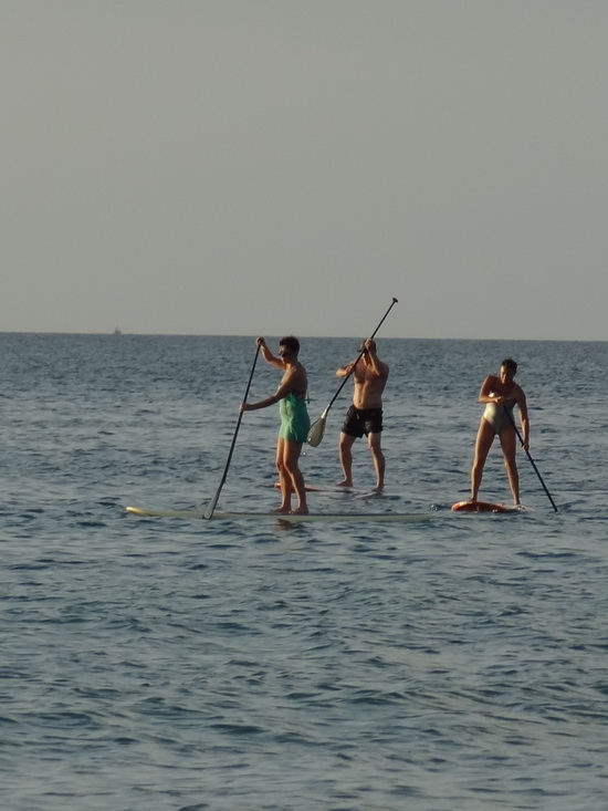Bangtao's calm waters help SUP beginners stay afloat.