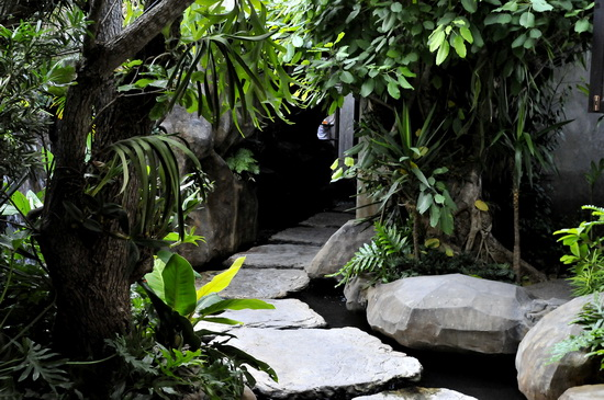 Entrance to the lobby grotto