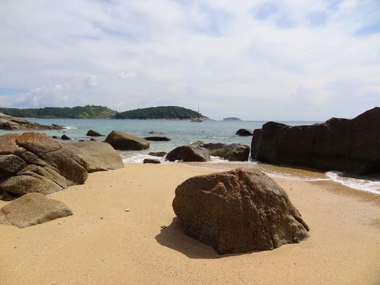 Enjoy a snorkelfest around Ao Sane's rocks.