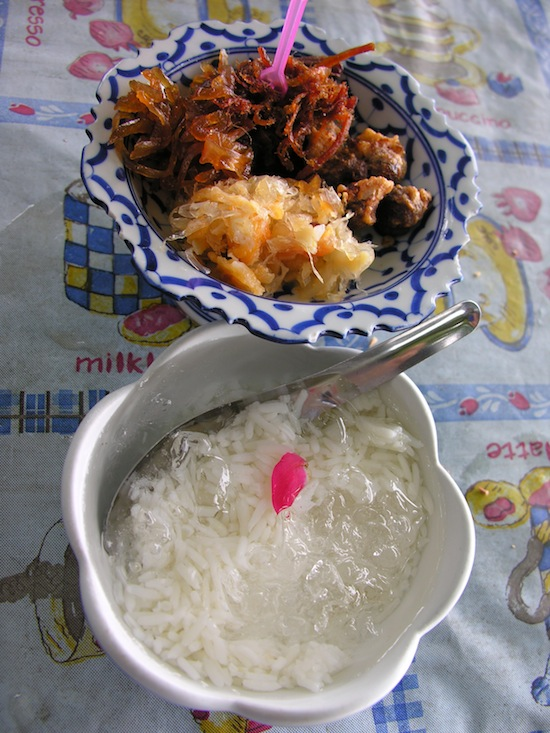 Some come to Ko Kret just for khao shae.