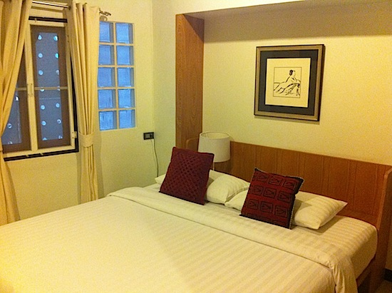 A one-bedroom apartment for 1,400 baht? Not too shabby.