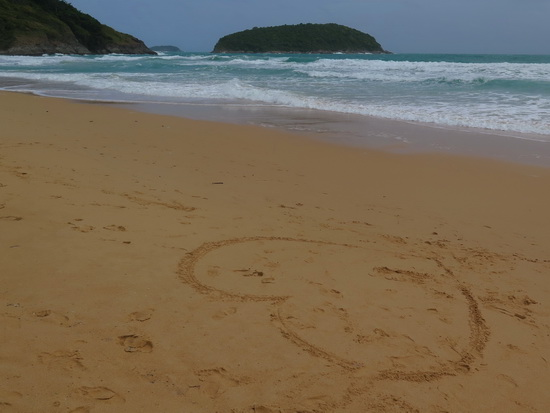 Among the big beaches, Nai Harn is tops for a picnic outing.