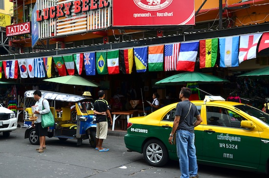 Taxis and tuk tuks that sit on Khao San are just waiting to pounce.