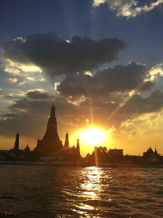 A good sunset over Wat Arun can be a Bangkok highlight.