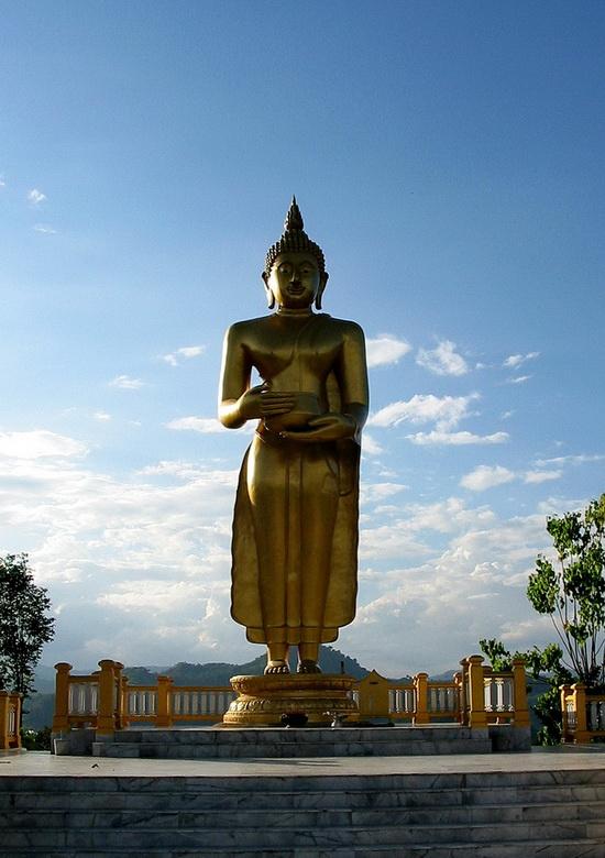 More classic, Thai style standing Buddha overlooks the Kok Valley