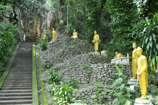 Your hat trick of cave temples - Tham Prathat