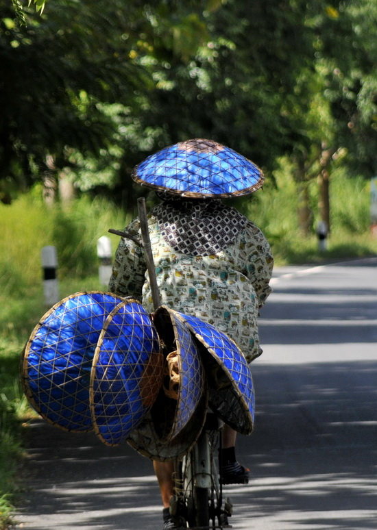 Traditional hat seller