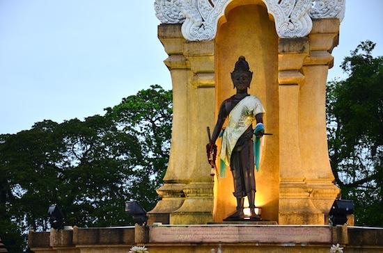 A statue of King Sri Thammasokarat next to the Old City Wall.