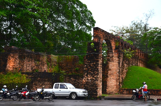 As with all of Nakhon, modern urban life unfolds around the Old City Wall.