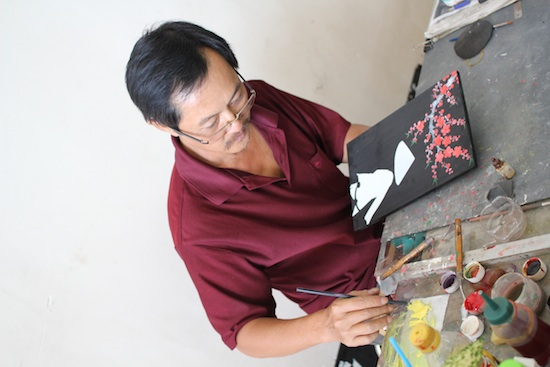 A lacquer artist hard at work.