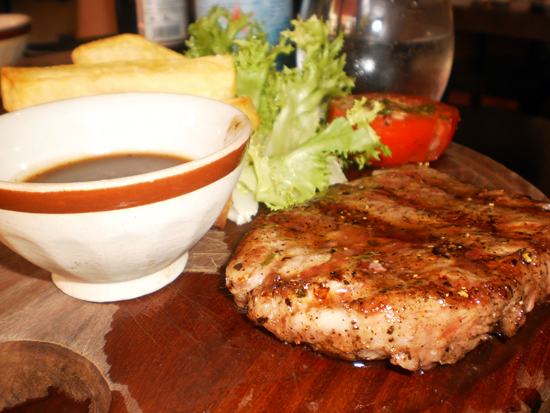 Yes, it's all the old rustic cliches: wooden platters, chalk boards.. but a tasty steak nonetheless.