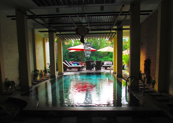 In an effort not to disturb peace and tranquility we took the pool shot from the least inspiring angle.. with no flash.