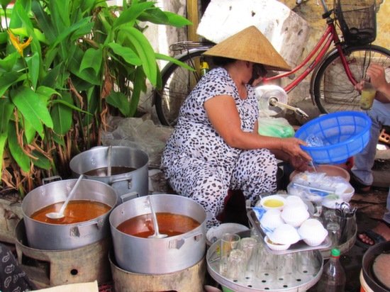 A Hoi An breakfast Chi lady.