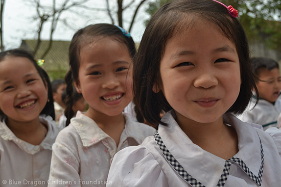 Blue Dragon supports poor students in rural Bac Ninh