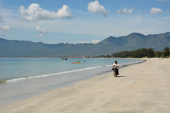 The instruction and experience of traveling to doc let beach, nhatrang.